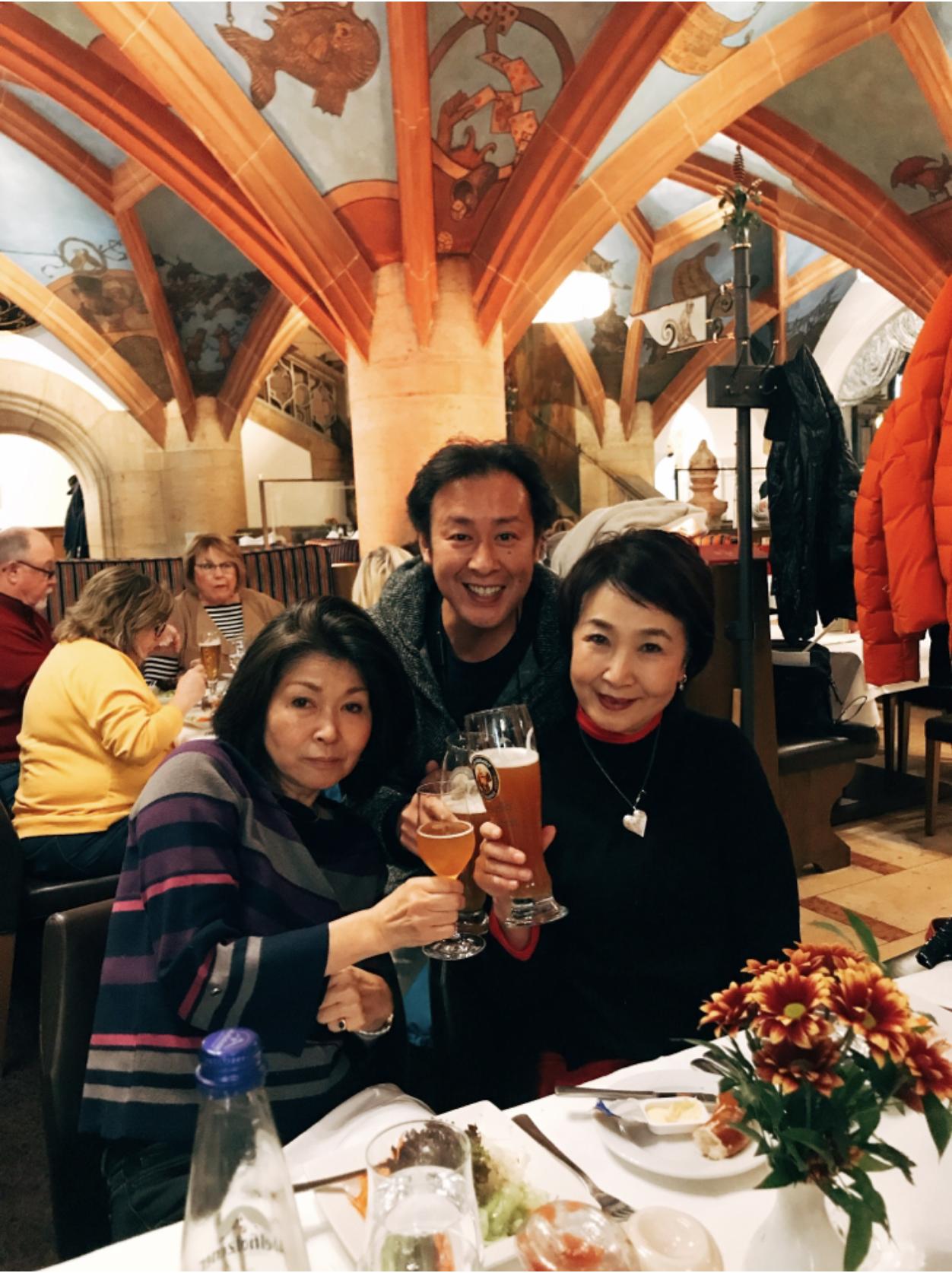 ミュンヘン市内観光 ラーツケラーで昼からビールで乾杯!5