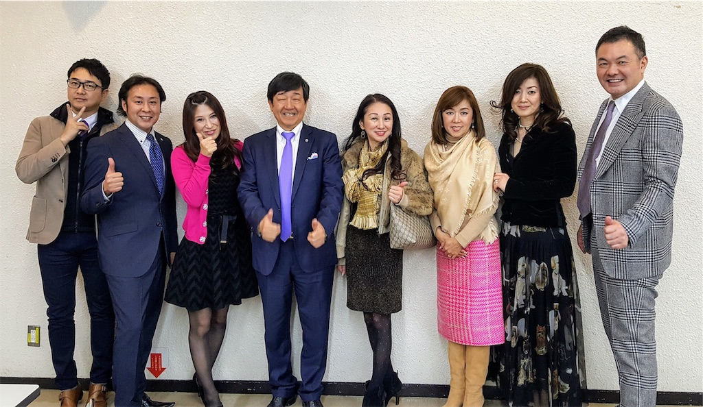 福岡社長講演会場_社長とエージェントさん記念撮影